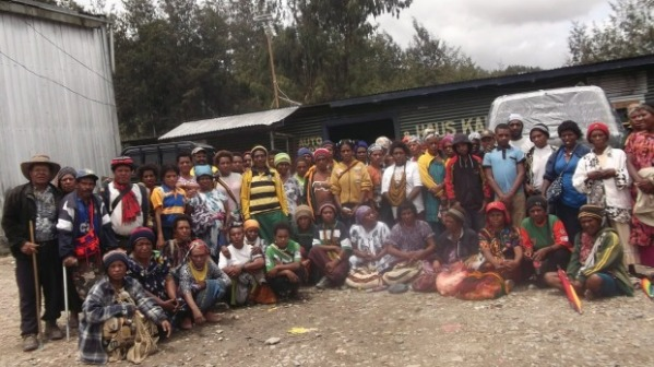 A group photo of Porgera community women and men who say they were raped or violently abused at the gold mine owned by Barrick Gold Corporation. Photo: Supplied